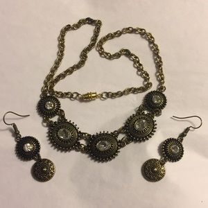Vintage bronze tone necklace earrings